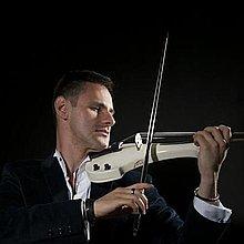 Darius electric violinist Solo Musician