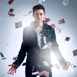 Luca Gallone Table Magician