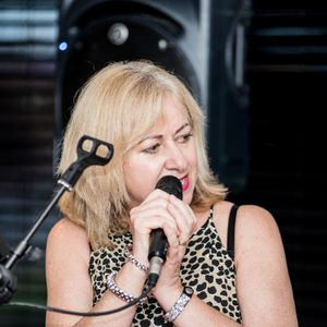 Karen Frances, Singer and Entertainer undefined