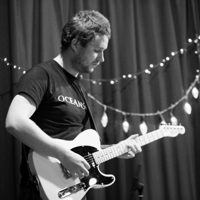 Toby Jonas Singing Guitarist