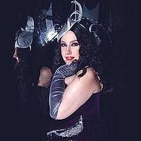Nara Taylor Vintage Singer