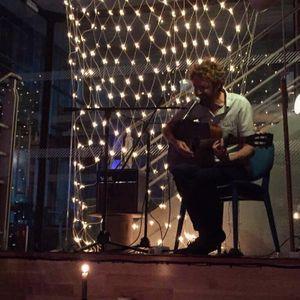 Simon Herron Singing Guitarist