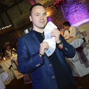 Phil Taylor - Magician , Birmingham,  Close Up Magician, Birmingham Wedding Magician, Birmingham Table Magician, Birmingham Corporate Magician, Birmingham