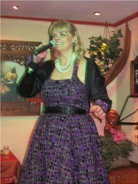 Anna Nightingale - Live music band Singer  - Windsor - Berkshire photo