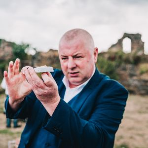 Robbie Danson Magician Table Magician