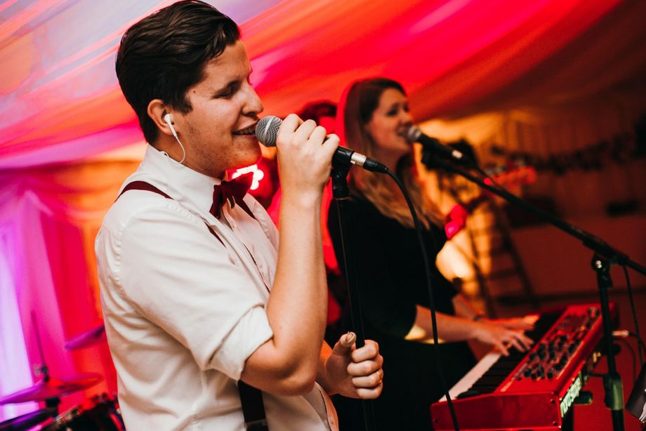 The Cheers (£125 OFF Mon-Thurs!) - Live music band  - Guildford - Surrey photo