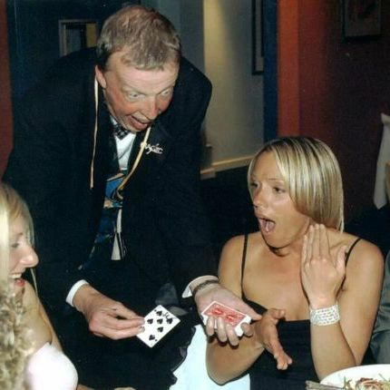 Bernie - Magic at your Fingertips Table Magician