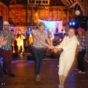 Famous Potatoes - Barn Dance Band Function & Wedding Music Band