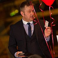 Mark Daynes Magician  Close Up Magician