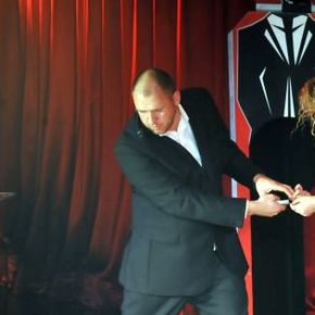 Mark Maximus - Magician , Leeds,  Close Up Magician, Leeds Wedding Magician, Leeds Table Magician, Leeds