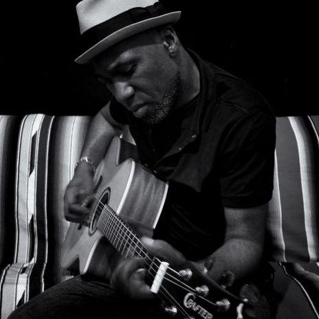 Adé Guitarist