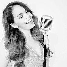 Marianne Vintage Singer