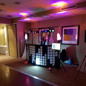Livewire DJ and Karaoke Hire Wedding DJ