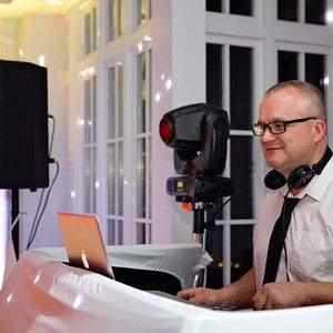 Norfolk Dj Hire Club DJ