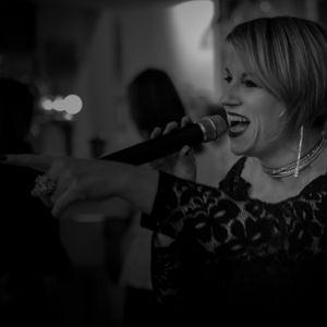 Samantha Day Live Solo Singer