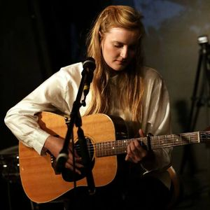 Lauraspaperheart - Singer , London, Solo Musician , London,  Singing Guitarist, London Wedding Singer, London Guitarist, London Live Solo Singer, London Acoustic Band, London Singer and a Guitarist, London