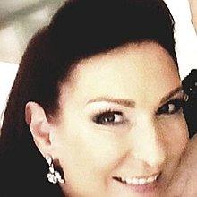 Tia Sophia Post Modern Diva Singer
