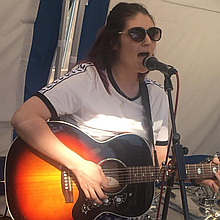 Rhiannon Leonard Singing Guitarist