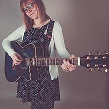 Rachel Redman SOLO and DUO Singing Guitarist