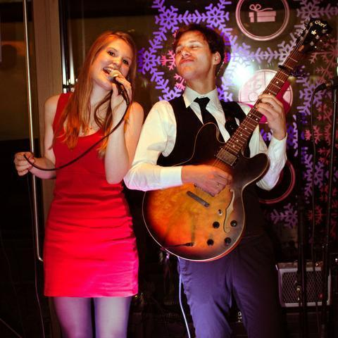 Roos & Chris - Live music band , London, Singer , London,  Function & Wedding Band, London Soul & Motown Band, London Acoustic Band, London Live Music Duo, London Pop Party Band, London Rock Band, London