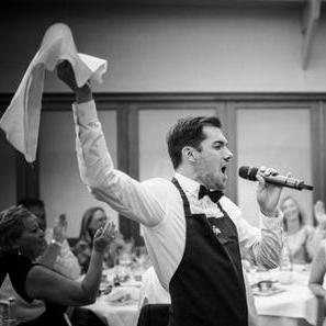 Bravo Singing Waiters Singer