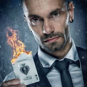Carl Charlesworth - Magician Illusionist