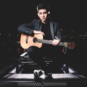 Chart Hits / Ed Sheeran - Luch Stefano Singing Guitarist
