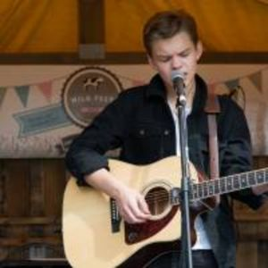 Sam Easton - Singer , Tunbridge Wells, Solo Musician , Tunbridge Wells,  Singing Guitarist, Tunbridge Wells Singer and a Guitarist, Tunbridge Wells