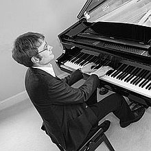 Tom Kelsey Solo Musician