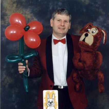 Bob Haynes, Magician (Uncle Bob's Magic Show) - Children Entertainment , Buckinghamshire,  Balloon Twister, Buckinghamshire Children's Magician, Buckinghamshire