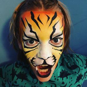 Glitteryrainbowcat Facepainting undefined