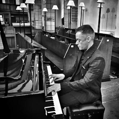 Lee Mathews Solo Musician