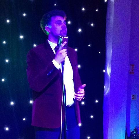 Quinn Campbell - Singer , West Midlands, Tribute Band , West Midlands,  Vintage Singer, West Midlands Rat Pack & Swing Singer, West Midlands Wedding Singer, West Midlands Frank Sinatra Tribute, West Midlands Live Solo Singer, West Midlands Jazz Singer, West Midlands 50s Band, West Midlands