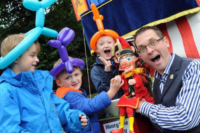 Paul Temple Entertainments - Children Entertainment Magician  - Nottinghamshire - Nottinghamshire photo