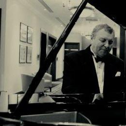 Roger Filkins Pianist