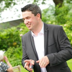 John Holt - Magician , Cheshire,  Close Up Magician, Cheshire Wedding Magician, Cheshire Table Magician, Cheshire Mind Reader, Cheshire Corporate Magician, Cheshire