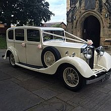 Candeo Wedding Carriages Wedding car