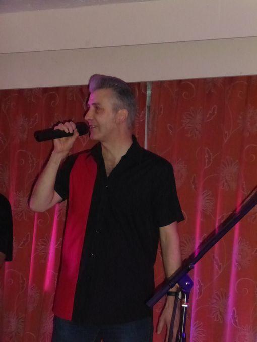 Tim Lomas - Singer  - Caterham - Surrey photo