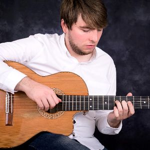 Oliver Day Classical Guitarist