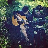 LiLi Lu Singing Guitarist
