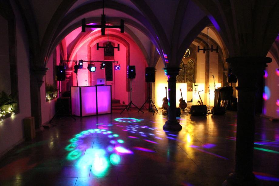DJ Chris - DJ Hire Bristol - DJ  - Wells - Somerset photo