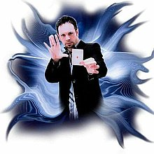 Glenn Fielding - Close up Illusionist Table Magician