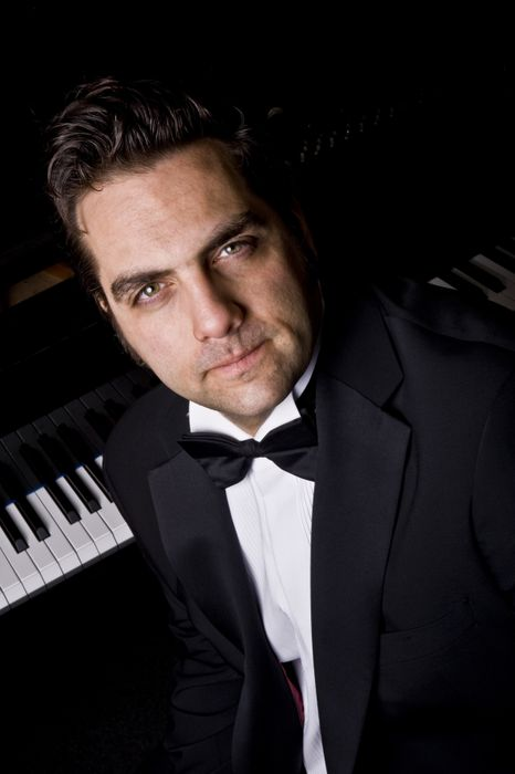 Daniel Benisty - Singer, DJ, Entertainer - Solo Musician , London, Singer , London,  Rat Pack & Swing Singer, London Wedding Singer, London Jazz Singer, London Pianist, London Live Solo Singer, London Singing Pianist, London