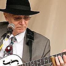 Diamond Dac Singing Guitarist