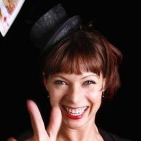 Careena Fenton - Magician , Wolverhampton,  Close Up Magician, Wolverhampton Wedding Magician, Wolverhampton Table Magician, Wolverhampton Corporate Magician, Wolverhampton Mind Reader, Wolverhampton
