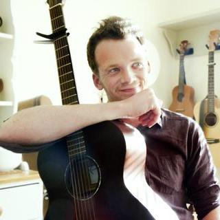 Chris Fox - Solo Musician , Cambridgeshire,  Singing Guitarist, Cambridgeshire Guitarist, Cambridgeshire