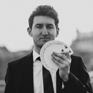 John Pickford - Magician , Manchester,  Close Up Magician, Manchester Wedding Magician, Manchester Table Magician, Manchester Illusionist, Manchester Corporate Magician, Manchester