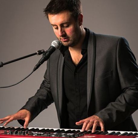 Elliott Rooney - Singer , Kingston upon Thames, Solo Musician , Kingston upon Thames,  Jazz Singer, Kingston upon Thames Pianist, Kingston upon Thames Singing Pianist, Kingston upon Thames