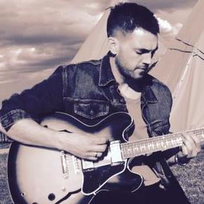 James Lawrence - Solo Musician , London,  Singing Guitarist, London Live Music Duo, London