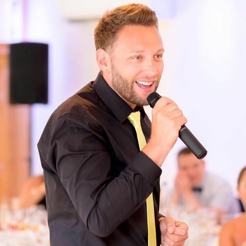 Craig Squance - Singer , Huddersfield, Solo Musician , Huddersfield, Event Staff , Huddersfield,  Wedding Singer, Huddersfield Live Solo Singer, Huddersfield Singing Waiters, Huddersfield Bar Staff, Huddersfield